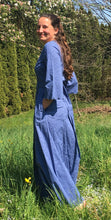 Laden Sie das Bild in den Galerie-Viewer, Topaz Dress - flower denim