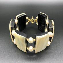 Laden Sie das Bild in den Galerie-Viewer, Armband - Horn with Pearls Unikat Mojo Uniques