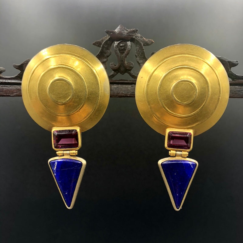 Goldohrringe The Cymbals 18ct Gold, Turmalin, Lapis. Goldschmiedearbeit