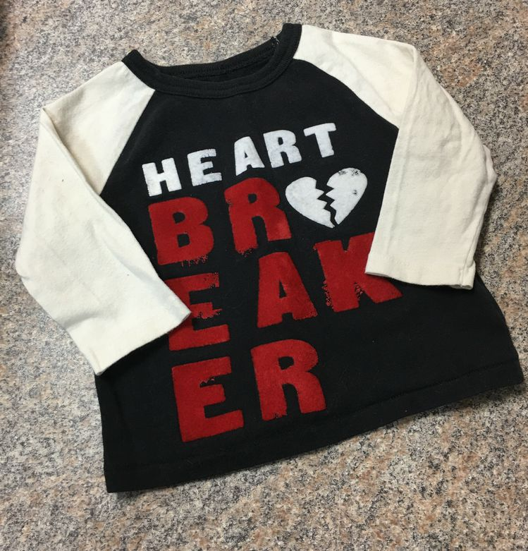 Gap black cream red heart breaker T sz 6-12 months VGUC