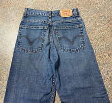 "Load image into Gallery viewer, Levi's loose straight jeans sz 14 ( 25""X27"") EUC"