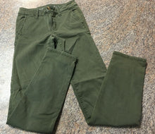Load image into Gallery viewer, American Eagle green pants sz 00 Junior Girls / woman's EUC