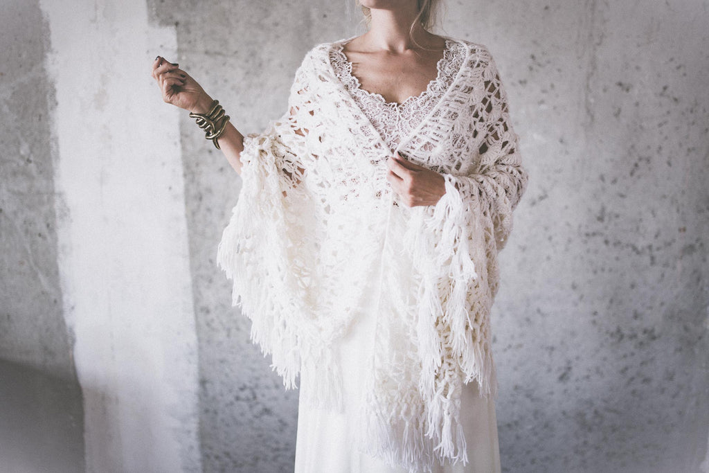 BOHO EXCLUSIVE BRIDAL STOLE white wings