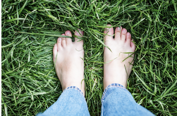 image-of-someone's-bare-feet-in-the-grass