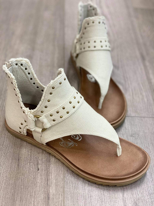 Very G Kicks Cream / 6 Journey Sandals by Very G