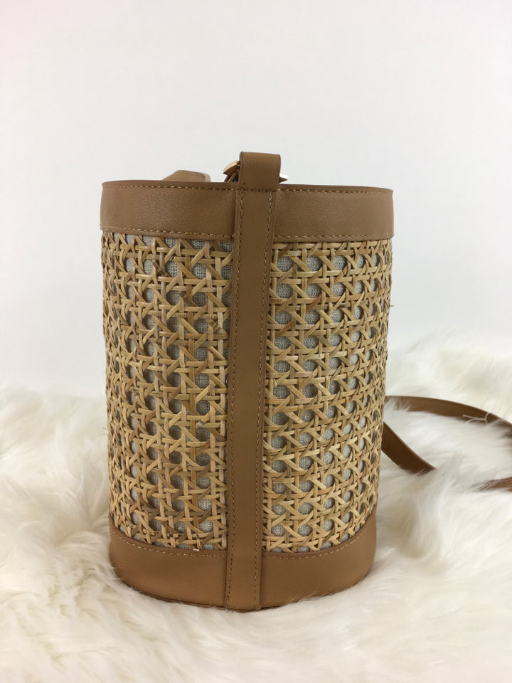 Size L Beige Tommy Bahama BAG - Crossbody