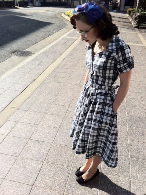 Caroline - swing retro dress with short sleeves - heartmycloset