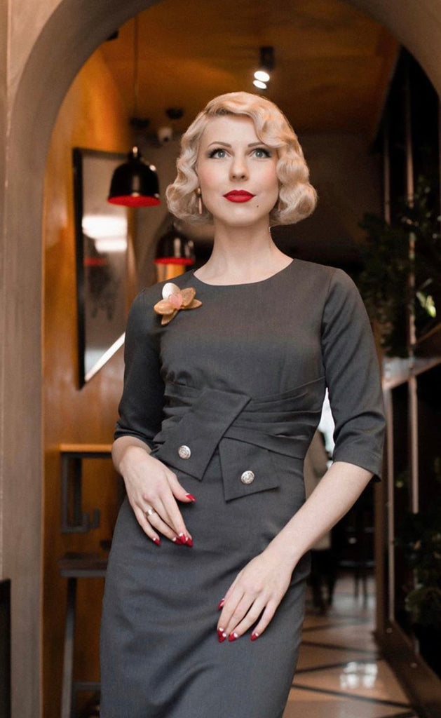 Pleated front dress - 1940s vintage wiggle dress - heartmycloset