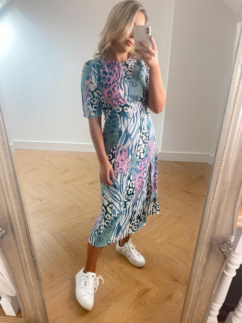 Add a unique, pretty print to your look with our Adelyn dress. Featuring frill sleeve detailing and a side skirt slit. Perfectly paired with your favourite winter boots or heels for an exciting dressy occasion.  Model wears a UK size 8