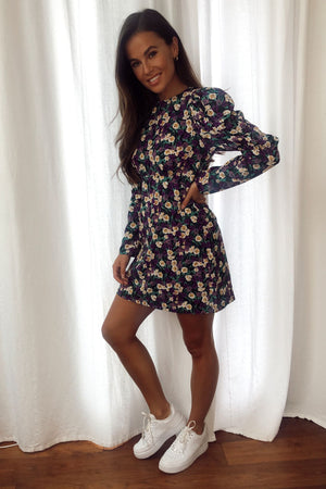 Look glamorous in this purple print puff sleeves mini dress, featuring mini length , on trend puff sleeves. Pair with trainers for casual and heals for dressy look..