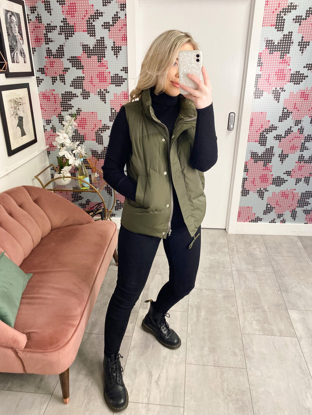 #TRENDING The must have wardrobe staple to be Spring ready, the Gilets are getting shorter!...and this one is extra special as it dips at the back.    Dip Back Gilet Side Inner Patch Pockets Front Zip Up Closure Puffer Gilet