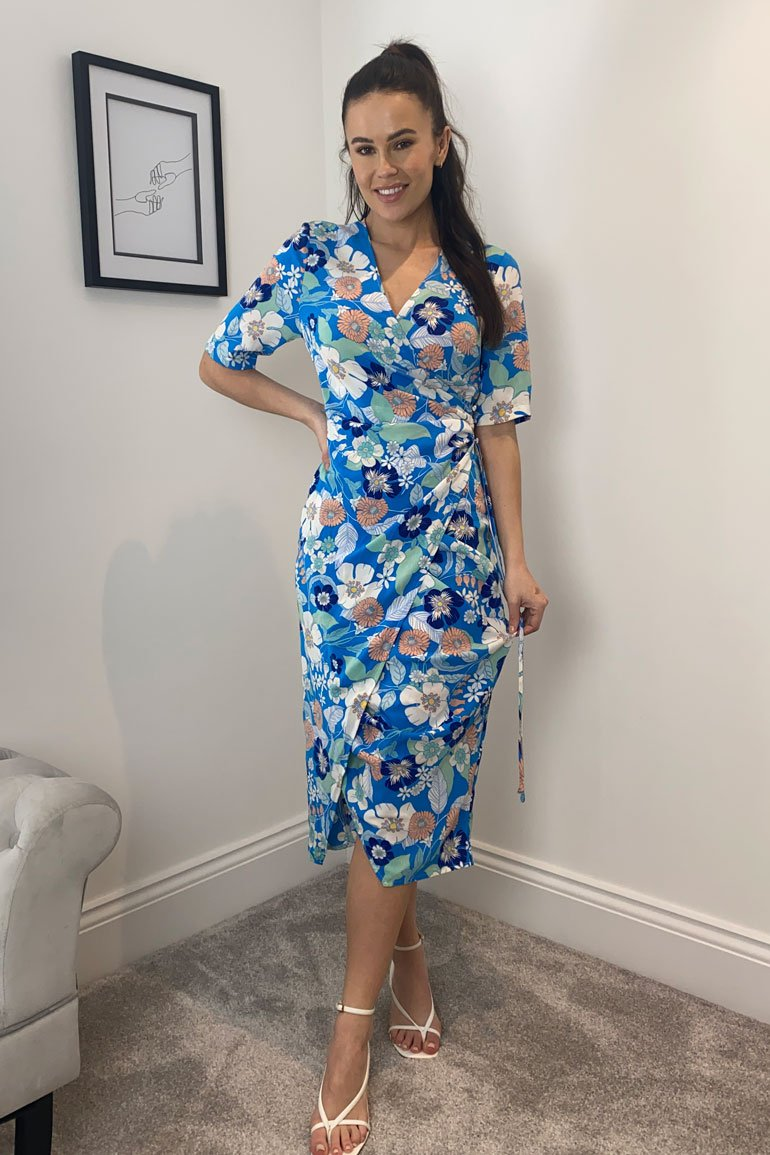 Our Esme wrap dress is a stunning look you NEED this season. Featuring a wrap neck, cinched in waist, ruched skirt and front split. Pair with sandal heels and a cute clutch for an occasion.   Model wears a UK 8 and is 5'6