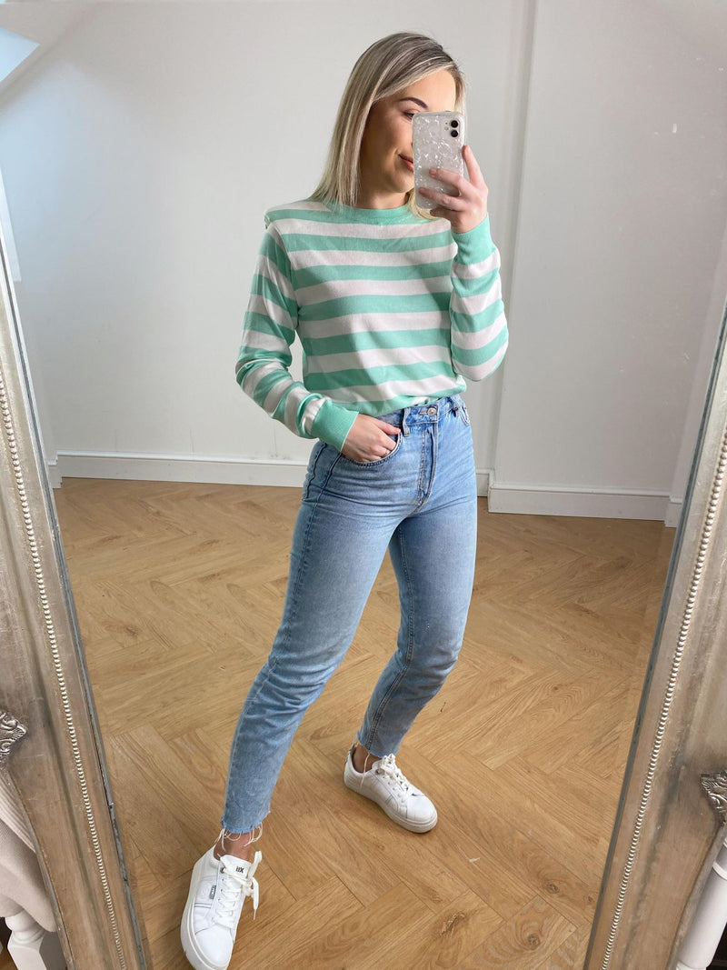 It's time to inject some colour into your wardrobe ladies. Our Kate Jumper ticks all the boxes to do so. This beautiful fine knit with slight shoulder pad detail and striped feature deserves a space in your wardrobe.   Perfect paired with denim and trainers for that casual look.   One Size (8-12)