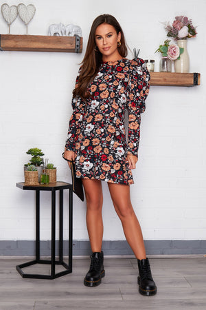 Look glamorous in this purple print puff sleeves mini dress, featuring mini length , on trend puff sleeves. Pair with trainers for casual and heals for dressy look.