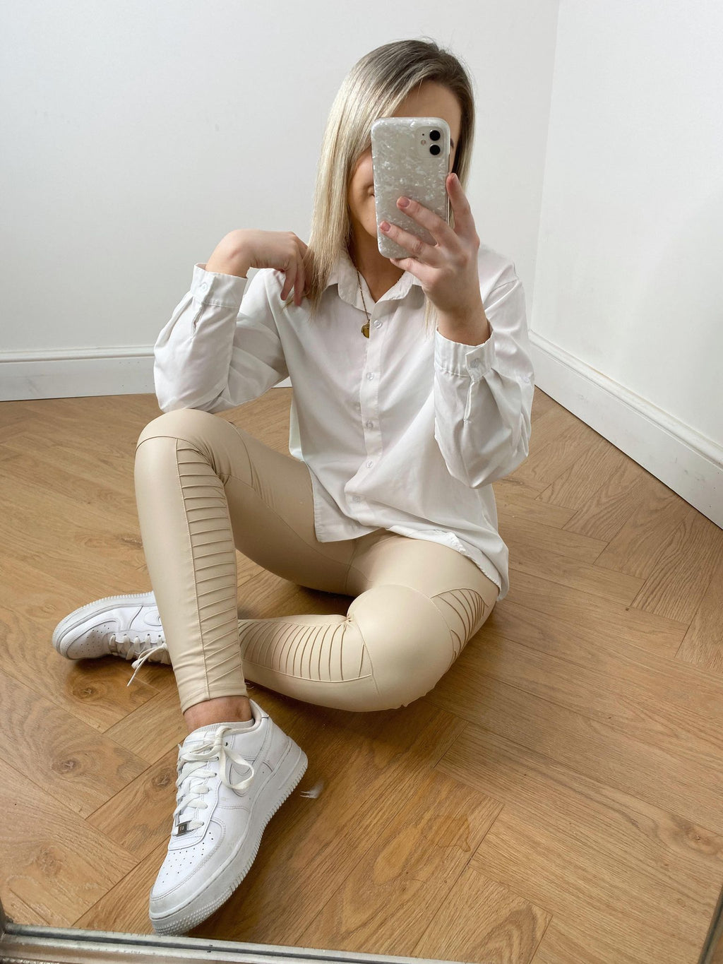 These leggings are AMAZING!! You seriously need these in your life!....no more words needed.  Beige matt PU Body High Waist with a Thick Waistband Skinny Fit Paneled Knee Pattern Fabric: 10%PU 75%Polyamide 15%Elasthanne
