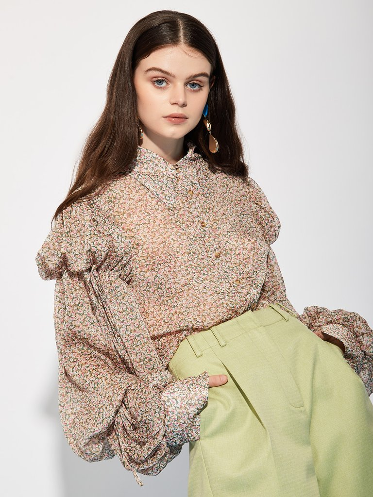 From iconic British label Ghospell:  A sweet mini floral print top with puffed sleeves. Lightweight and semi-sheer. Trust us when we say, this blouse is AMAZING on!!!