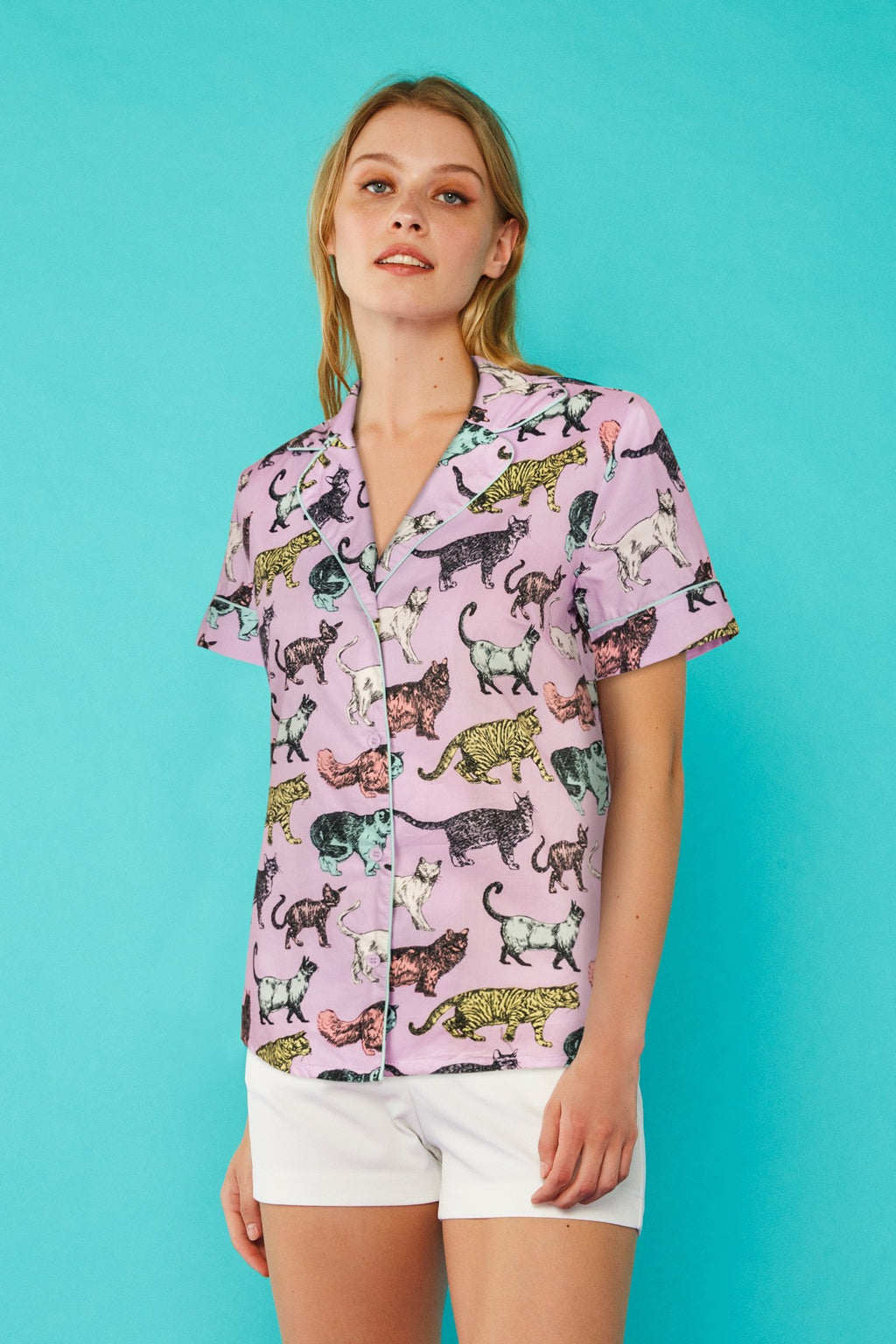 Minueto lilac Cat Shirt with lapel collar and short sleeves. Front button fastening.