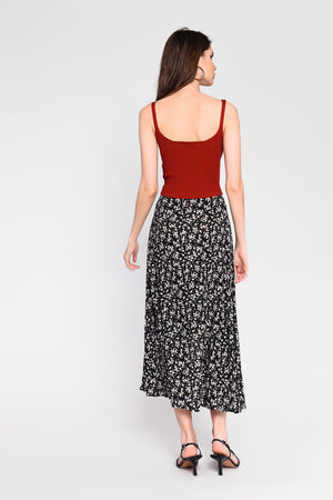 Embrace the summer in this Glamorous black ditsy floral, high waisted, midi skirt. featuring front split.