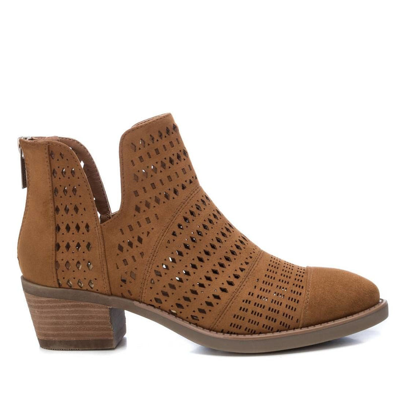 Camel western style lazer cut ankle boots from the Xti brand.  Features suedette upper, 50mm heel, zip up heel fastening and is true to size.