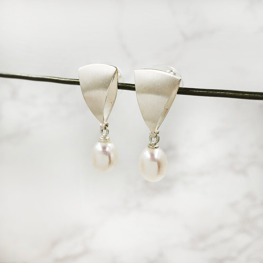 Thea Izzi - Pearl Earrings