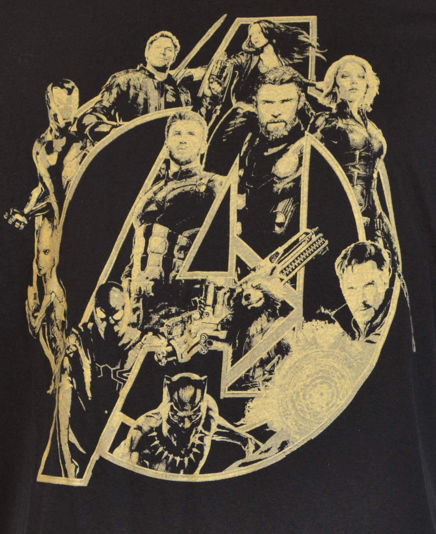 OFFICIAL MARVEL AVENGERS T-SHIRT - MULTI CHARACTER
