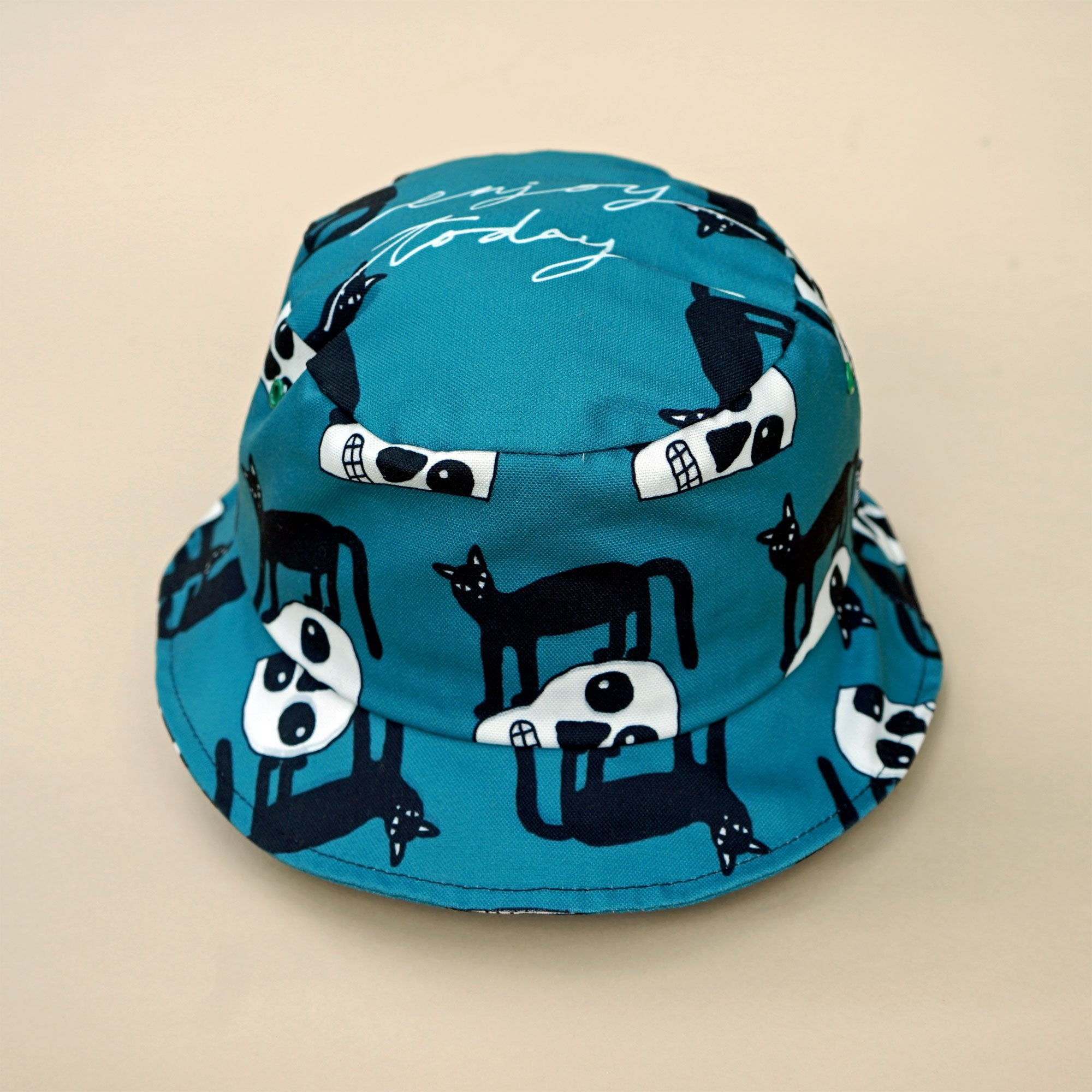 Cool black cat bucket hat in teal. Made of cotton canvas. A must have summer essentails