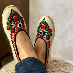 Handmade Wool Folk Slippers With Embroidery - Creme