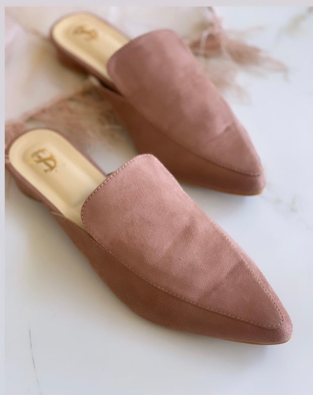 Peach pointed mules