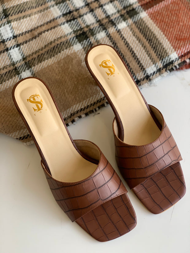 Brown textured Kitten Mules