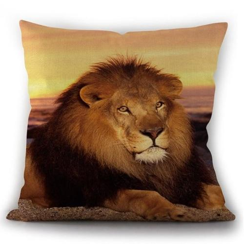 Coussin lion allongé