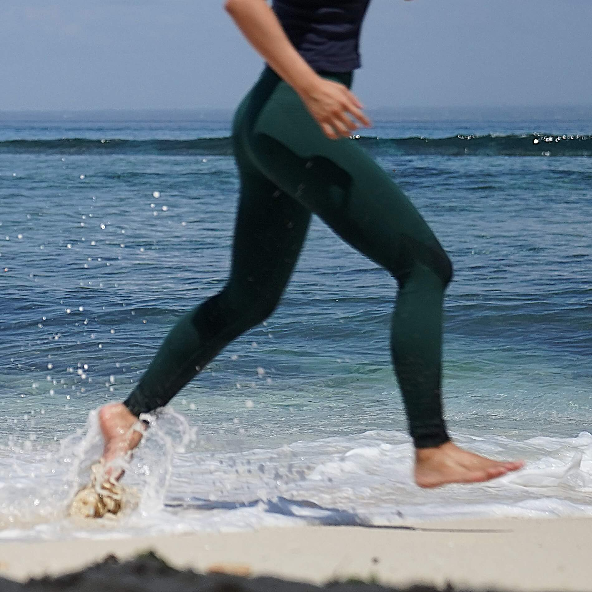 A girl running on the beach in Seamless Laser Cut Leggings | Best Workout Pants to Hide Cellulite - Buying Guide & Reviews | Hummingbird Blog
