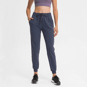 Keep yourself warm and mobile with these Loose Fit Pocket Drawstring Joggers in Midnight Iris. Featuring elasticated waistband with drawstring and loose fit silhouette, these athletic joggers can be worn alone or on top of leggings. Side pockets can store essentials like a phone or ID. Elasticated ribbed cuffs keep fabric in place and can be used to style different lengths. Perfect for in and out of the gym or studio, jogging, dancing and more.