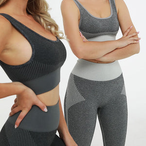 Hummingbird Solid & Striped Seamless Sports Set comes as a flattering crop tank top sports bra with square neck and low cut back, and a pair of high waisted leggings.