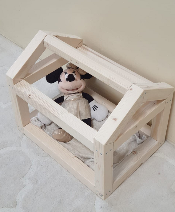 Doll/teddy bear house bed