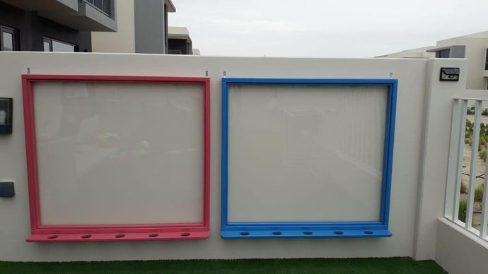 Wall-mounted Plexiglas Easel