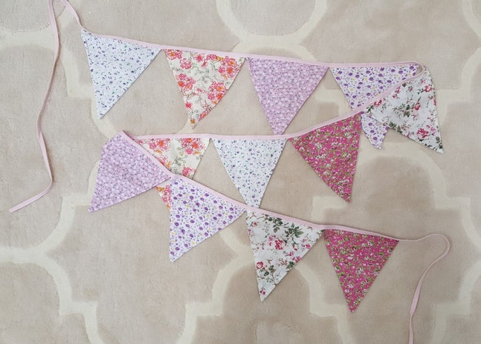 Fabric bunting 2,5 m - pink/flowers