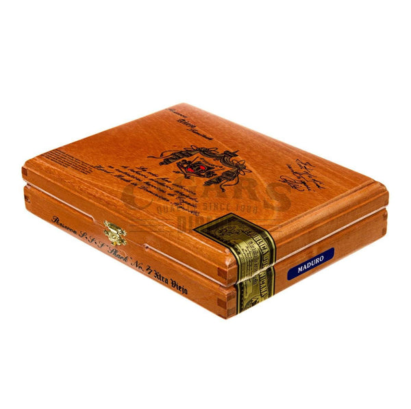 Load image into Gallery viewer, Arturo Fuente Anejo No 77 The Shark Box Closed
