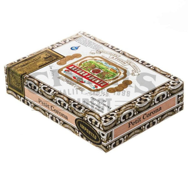 Load image into Gallery viewer, Arturo Fuente Gran Reserva Petit Corona Natural Box Closed