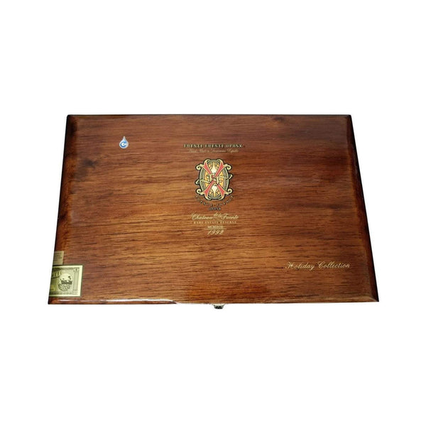 Load image into Gallery viewer, Arturo Fuente Opus X Destino Al Siglo Natural Collection Box Closed