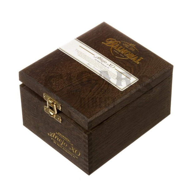 Load image into Gallery viewer, Balmoral Anejo Xo Petit Robusto Ft Box Closed