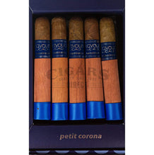 Load image into Gallery viewer, Cao Flavours Moontrance Petit Corona Box Open