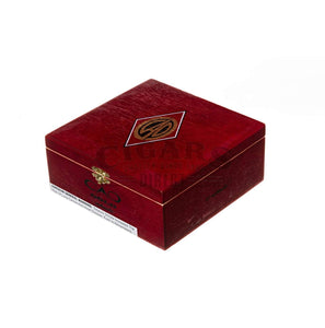 Cao Gold Robusto Box Closed
