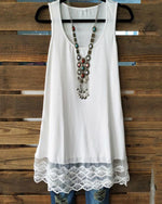Women Round Neck Sleeveless Lace Patchwork Tank Tops