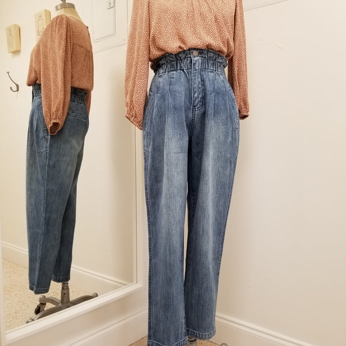 washed high waisted zipper front jeans with pleated pockets