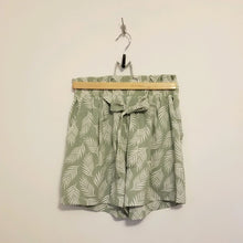 Load image into Gallery viewer, Palm leaf print shorts