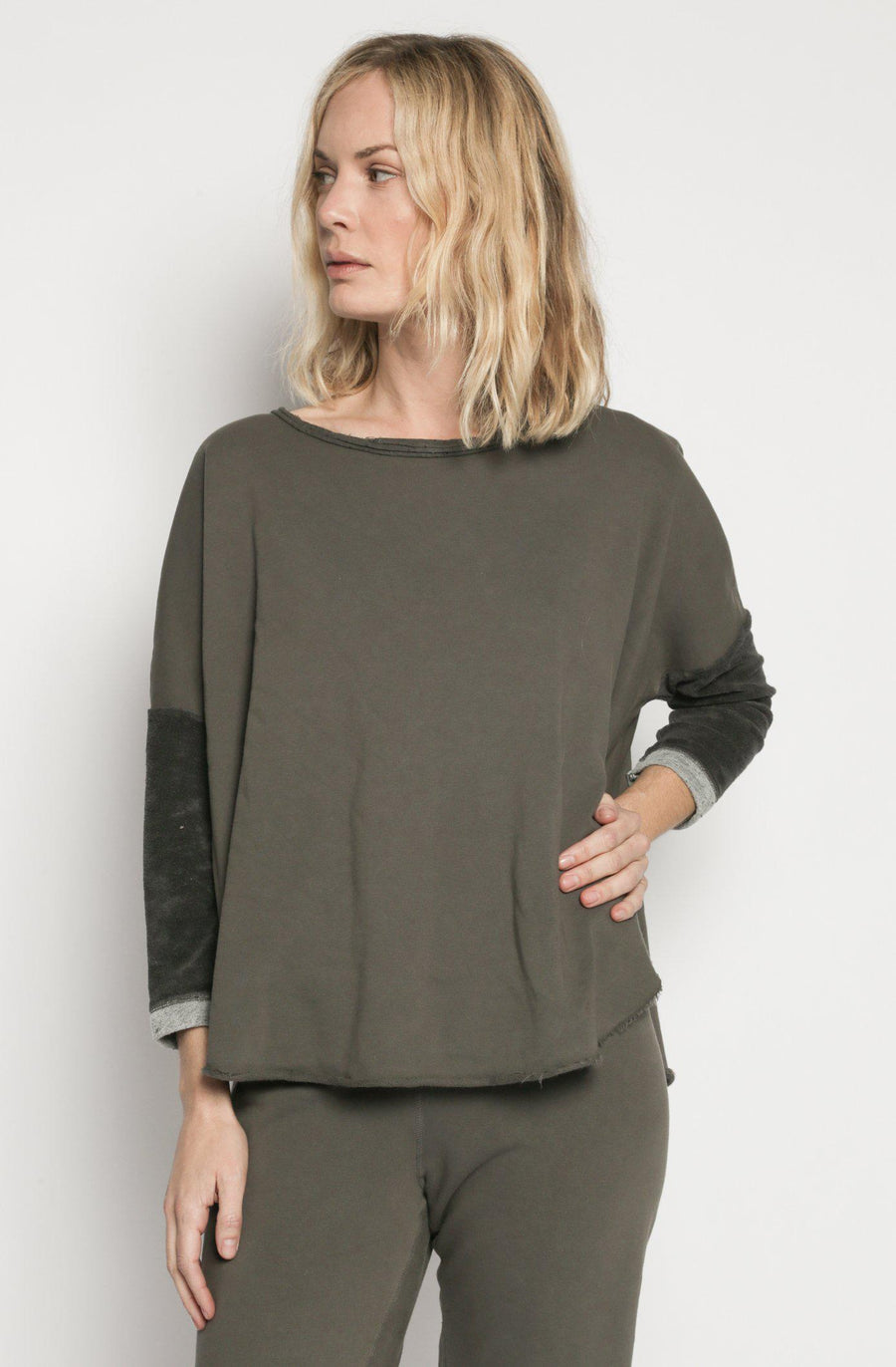 Patch Yoga Pullover - Charcoal