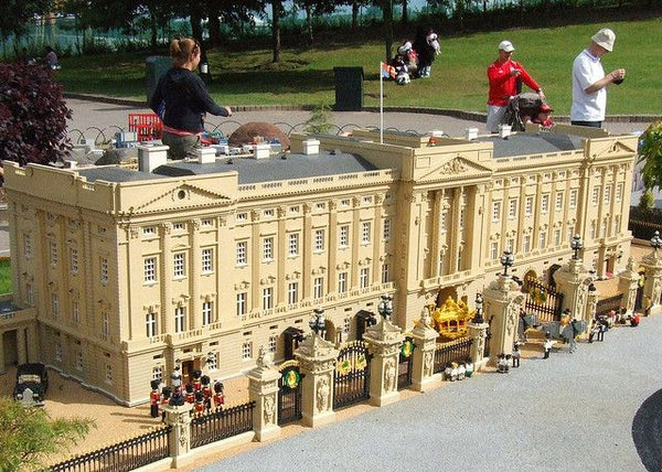 Hidden Mysteries - Lego Buckingham Palace Set Review