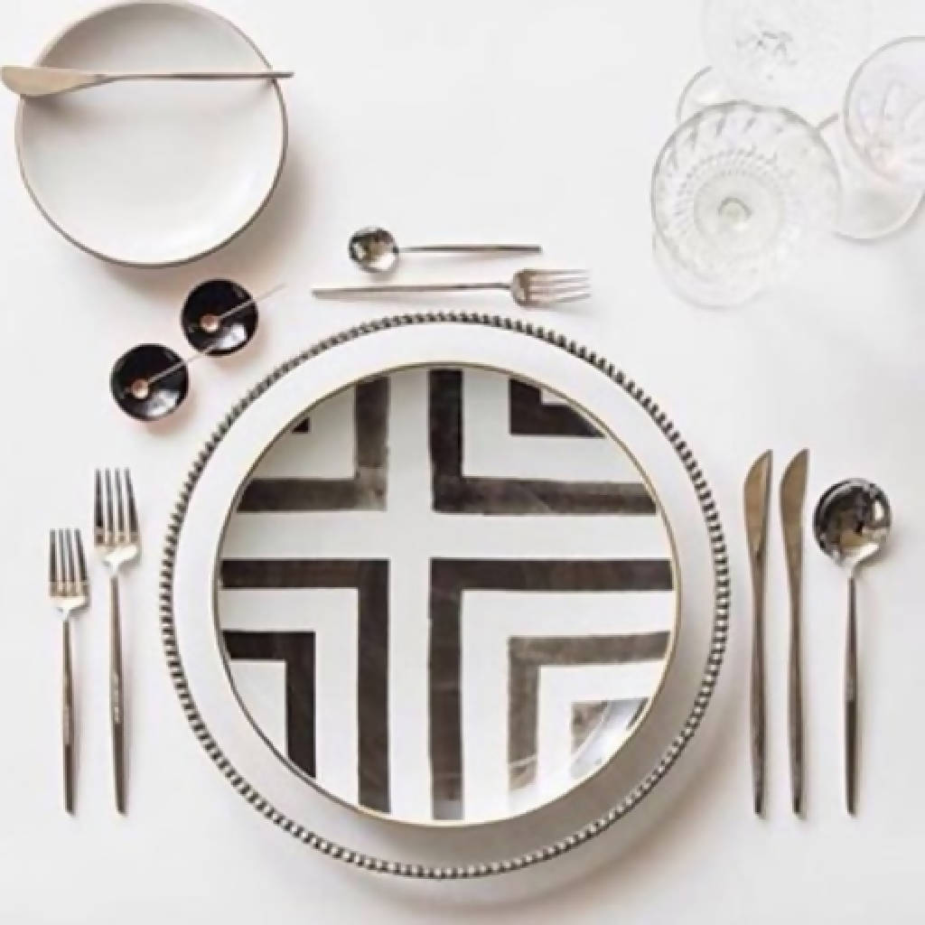 White And Black Dishes 2 (Set of 2)
