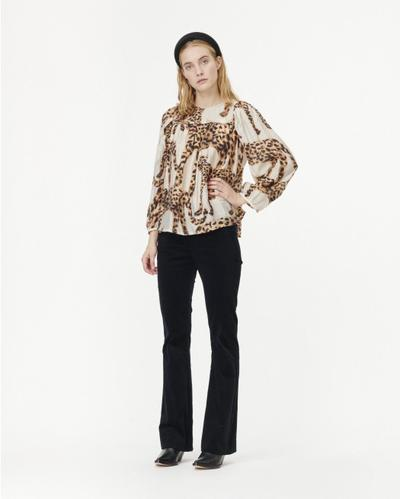 Munthe Jet leopard print top. Shirt with round neckline with button closure and long, voluminous blouson style sleeves.