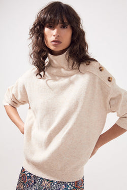 Suncoo Pull Privat easy turtleneck sweater in wool blend with button detail.